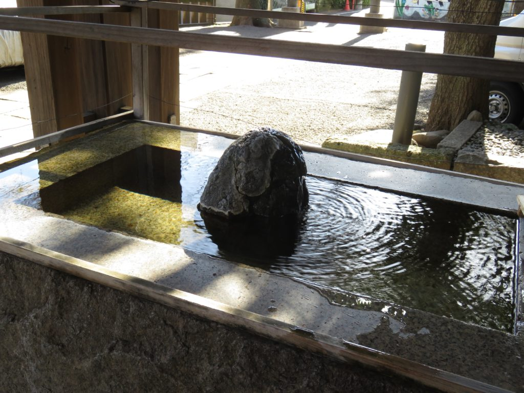 中目黒八幡神社手水舎