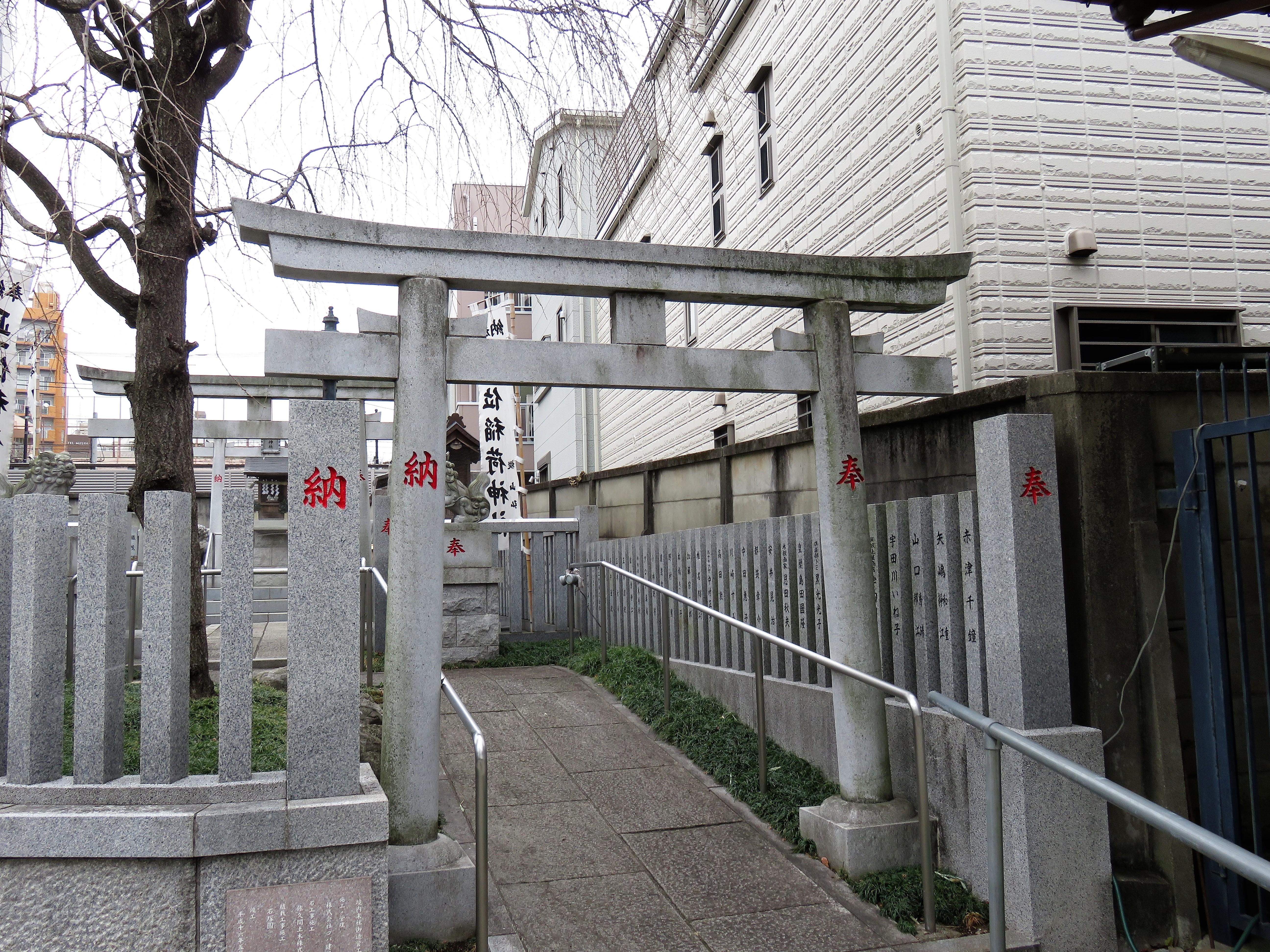 荻窪白山神社摂社鳥居