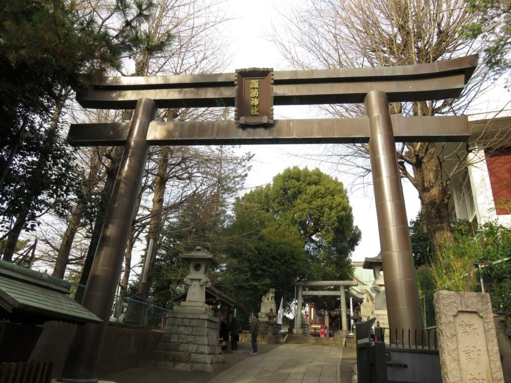 新宿諏訪神社一の鳥居