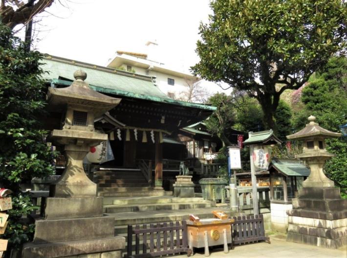 五條天神社拝殿横