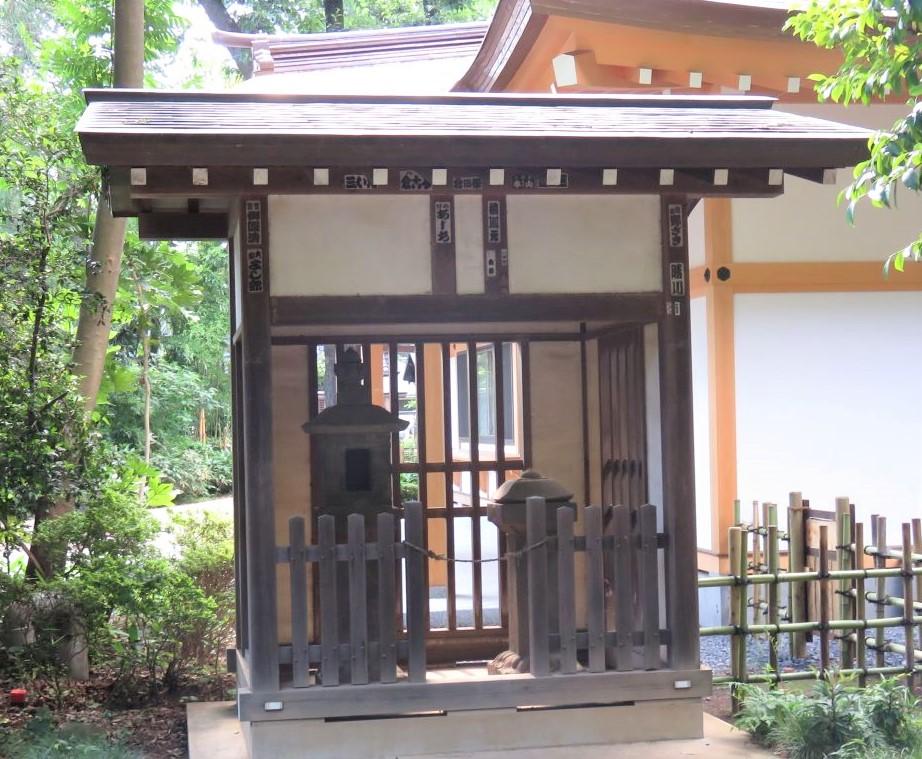 石神井氷川神社石灯籠