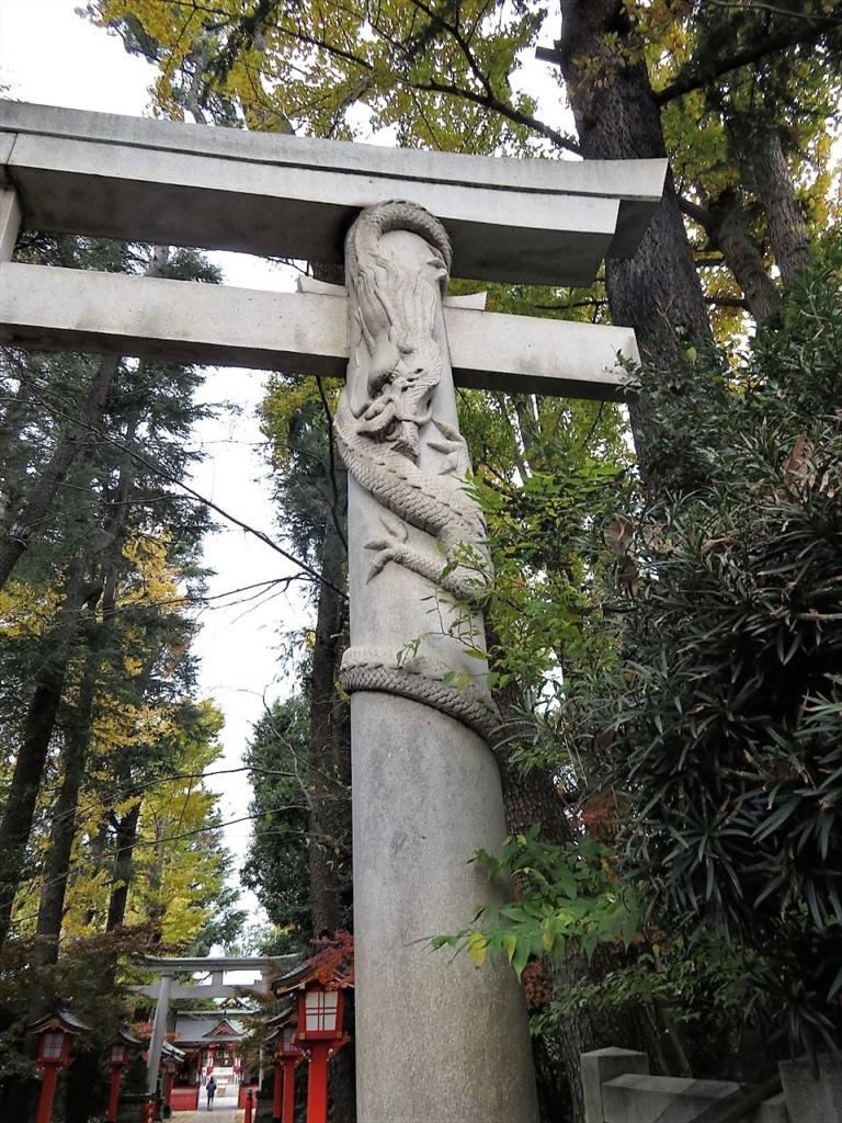 馬橋稲荷神社双竜鳥居下龍