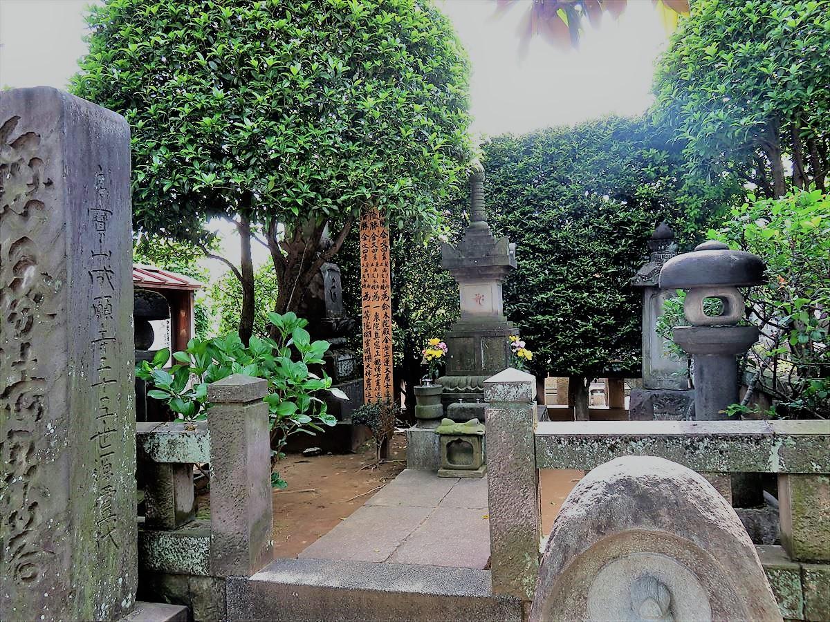 中野長者屋敷跡墓石