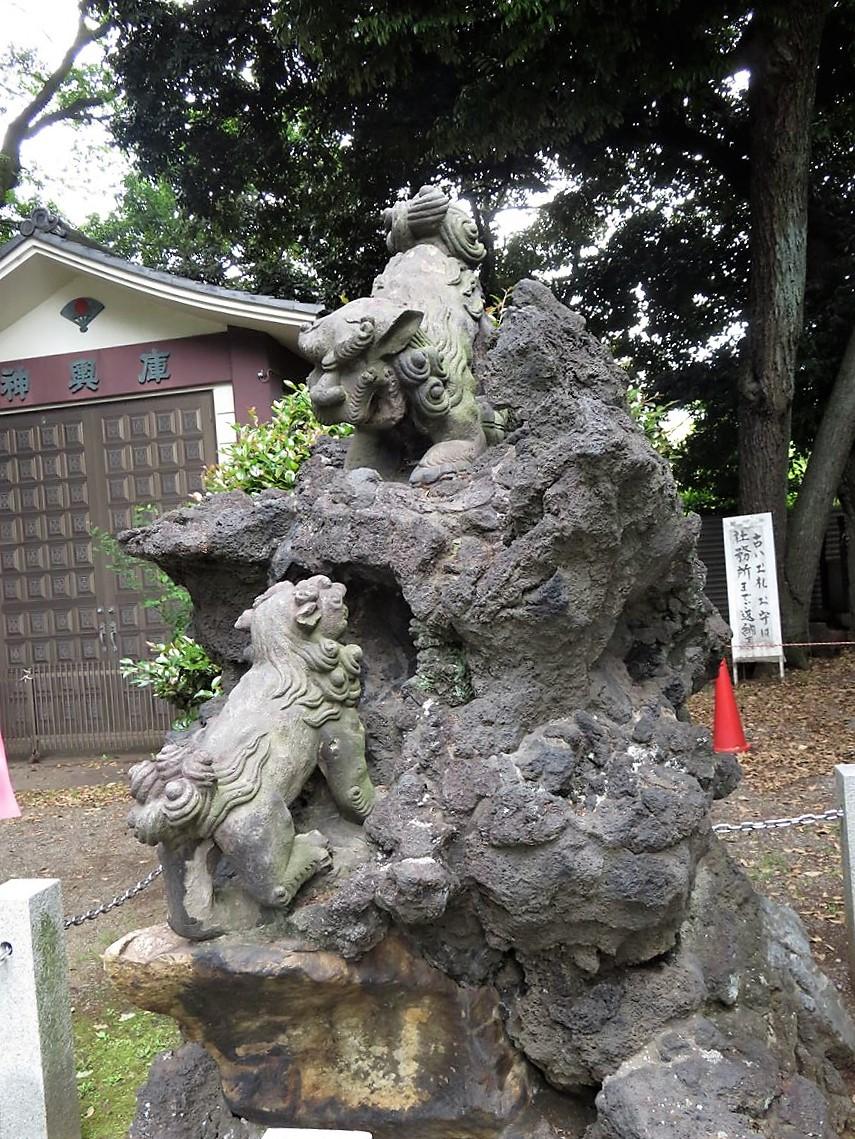 平塚神社狛犬左