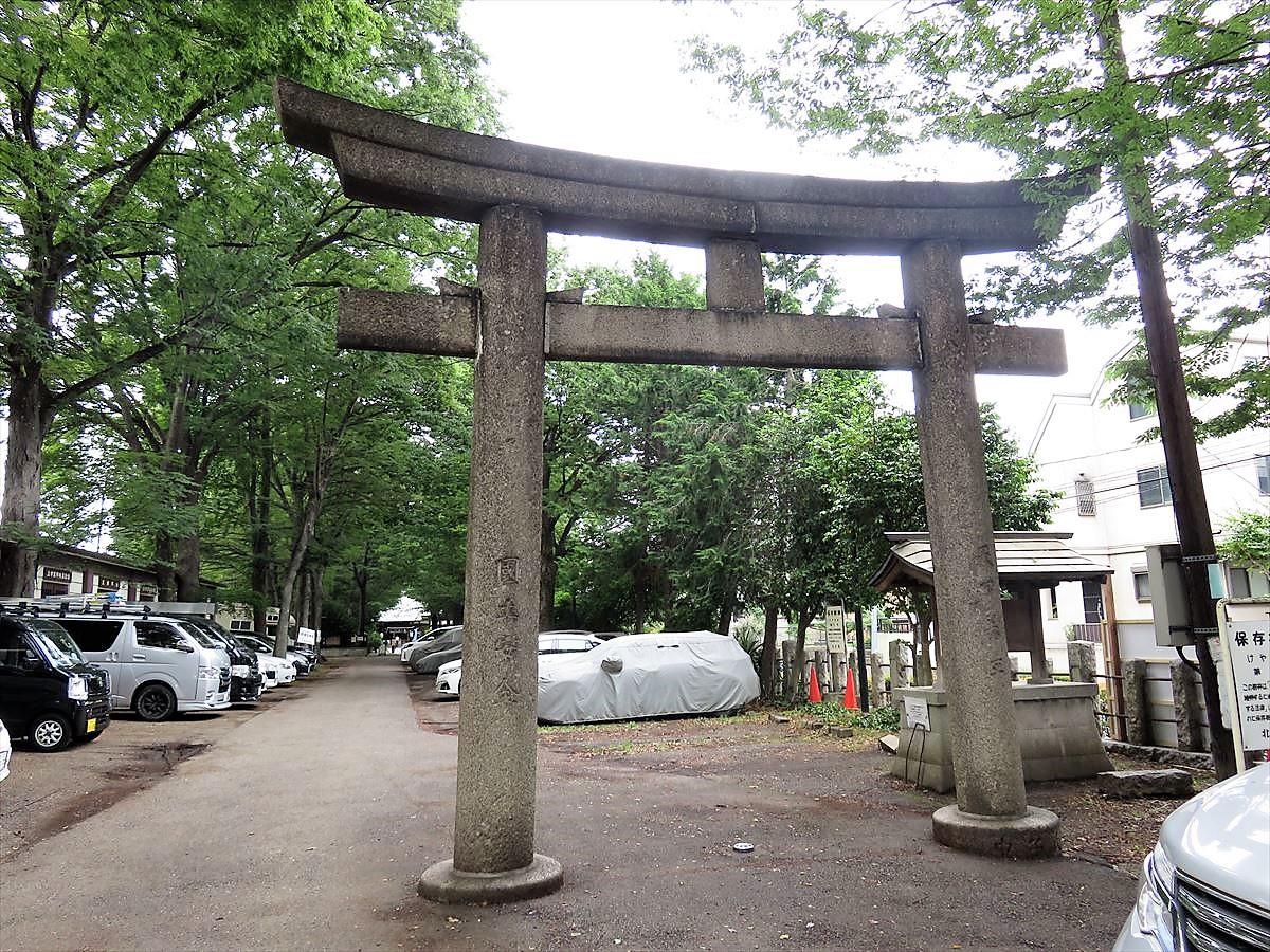 平塚神社一の鳥居