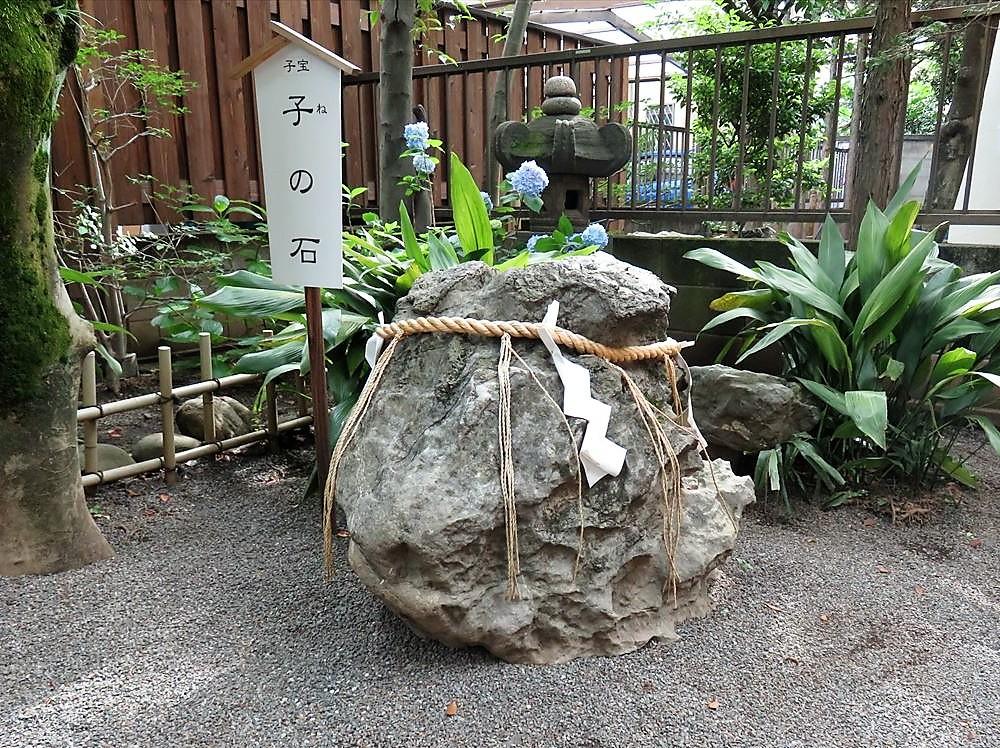 七社神社子宝子の石