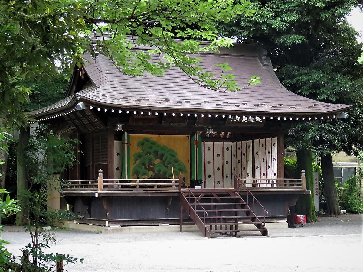 七社神社神楽殿.